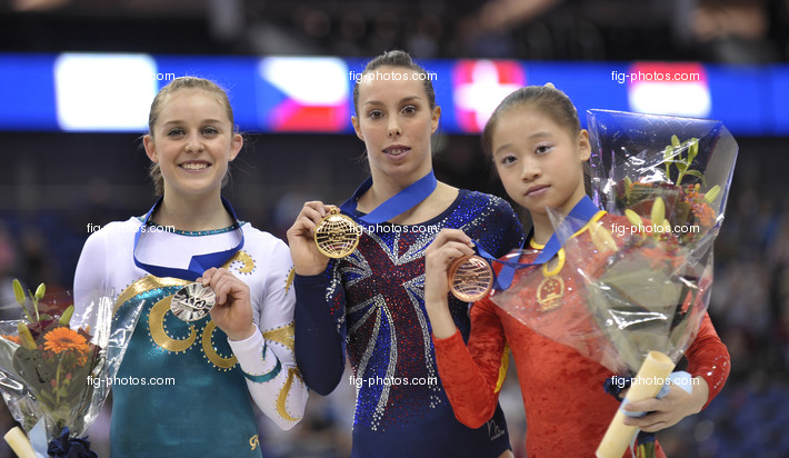 Worlds London 2009: TWEDDLE Elizabeth/GBR + MITCHELL Lauren/AUS + SUI Lu/CHN