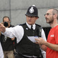Olympic Games London 2012: police.man helping