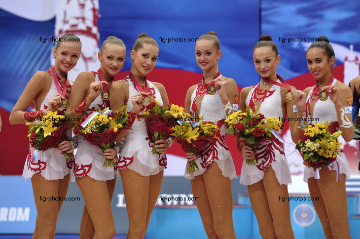 Rhythmic WCh Moscow/RUS 2010: RUS with medals, ribbon and rope