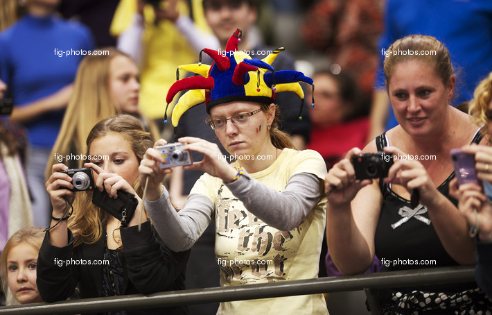 Artistic WCh Rotterdam/NED 2010: fans taking pictures