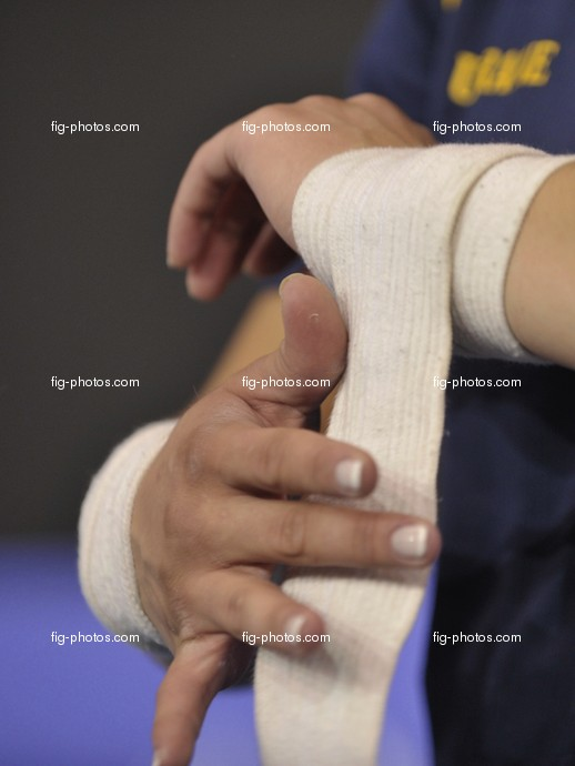 Acro-WC in Glasgow: hands detail with bandage,  Acrobatic WCh 2008 Glasgow/Scotland